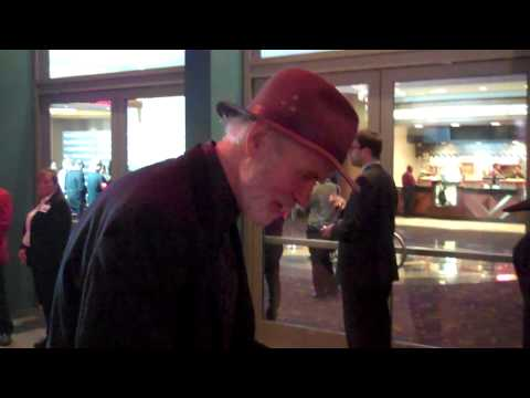 tom noonan signing autographs at the hell on wheels premiere 10 27 11