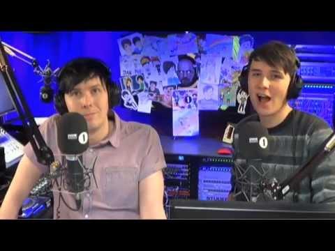 Dan vs. Phil - One-handed Balloon Pop Off!