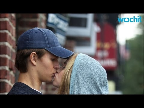 Ansel Elgort And Suki Waterhouse Kiss On The Set Of Their New Movie 'Jonathan'