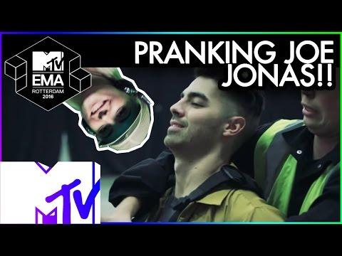 Bebe Rexha Pranks Joe Jonas & DNCE | 2016 MTV EMA