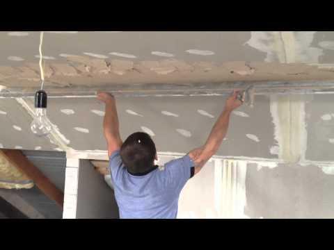 видео: штукатурка и шпатлевка потолка и стен ( исправляем косяки )