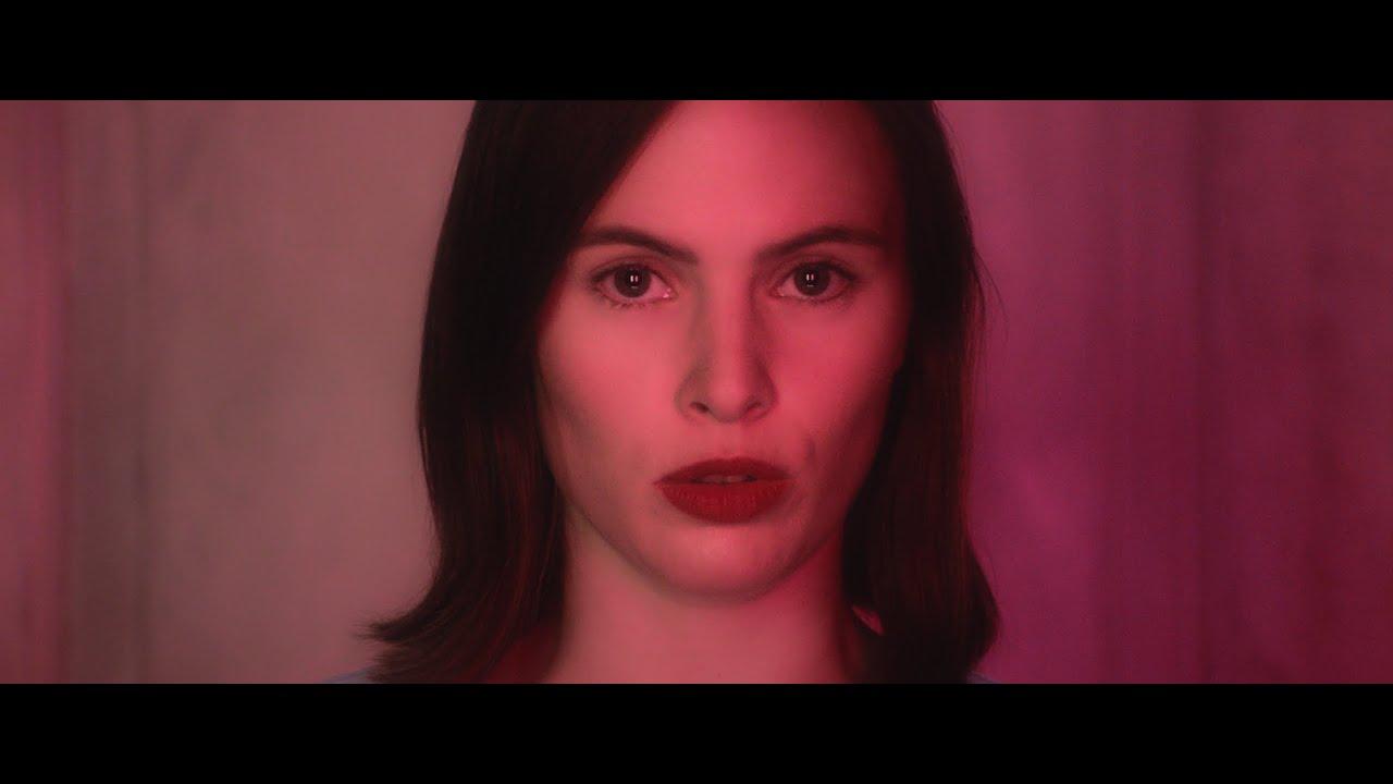 """Inger-Katrin med følelsesladd debutmusikkvideo til """"Old Friend"""""""