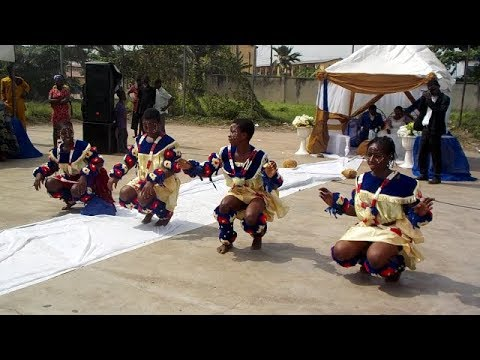 THE EKOMBI DANCE  (THE CALABAR STYLE)