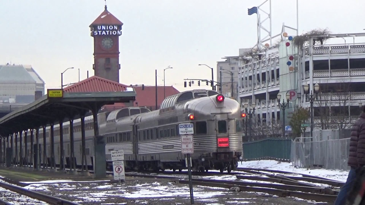 how to get from portland airport to portland amtrak station