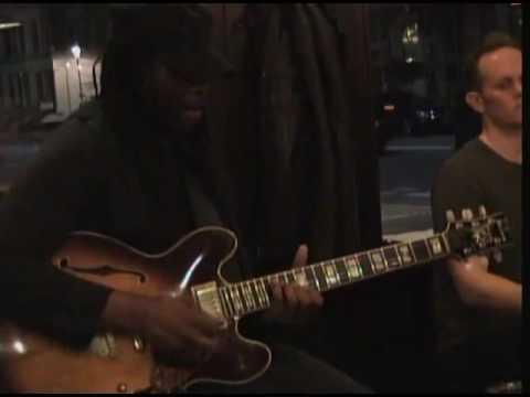 Henri Defoe Trio - Lively up yourself