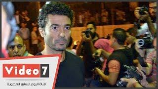 بالفيديو.. السقا وهنيدى وخالد النبوى وهانى سلامة يودعون « خالد صالح » لمثواه الأخير