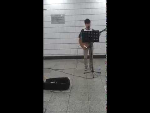 Good performance by singer. Chaoyangmen, Beijing (21.09.2014)