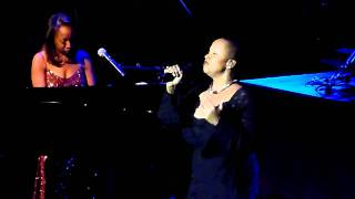 Oleta Adams concert Bridgette Bryant singing - Rolling river god @ De Doelen 02/02/2011