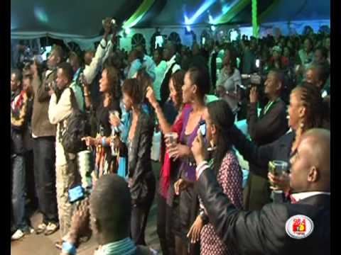 Donell Jones - This Luv [Live in Kenya]