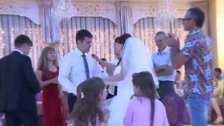 Конкурс поцелуев для жениха и невесты на свадьбу