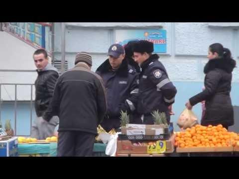 Curaj.TV - Poliția la piață: ia marfa și nu plătește