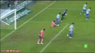 The Brazilian Weligton steps on Messi