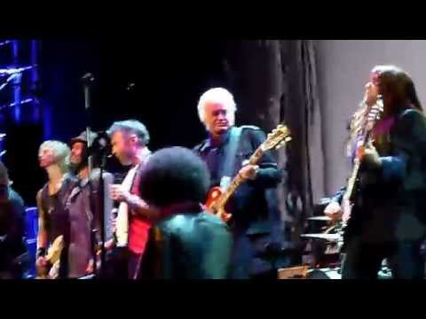 Jimmy Page Founders Award - Seattle 11-19-15 Jimmy gets onstage at end