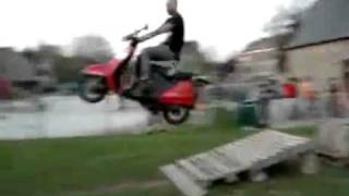Saut en scooter Fail