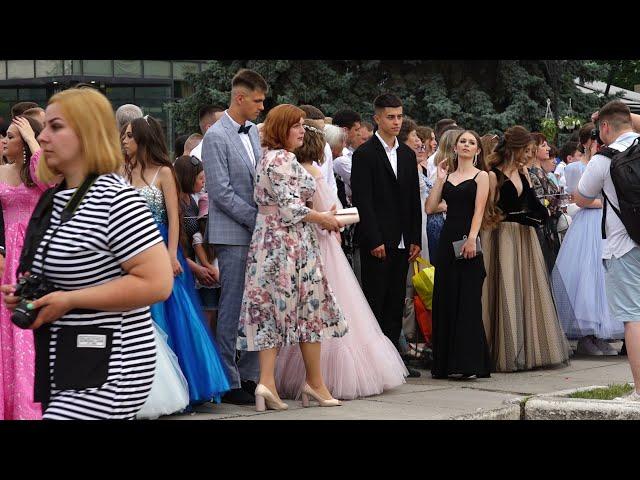 Рекордний танець випускників у Чорткові