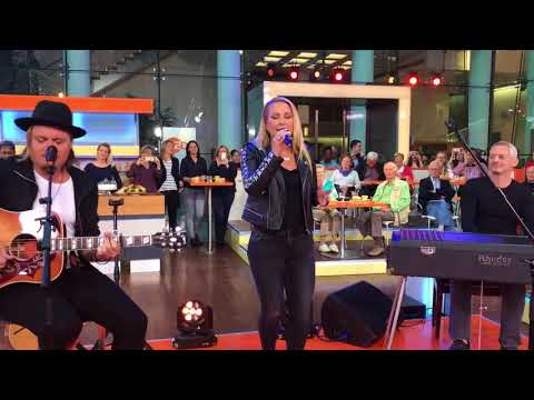 Anastacia at ZDF Morgenmagazin, singing I'm Outta Love (Acoustic)