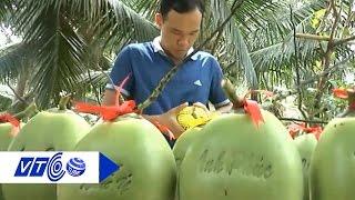 Bí quyết in chữ lên trái dừa | VTC