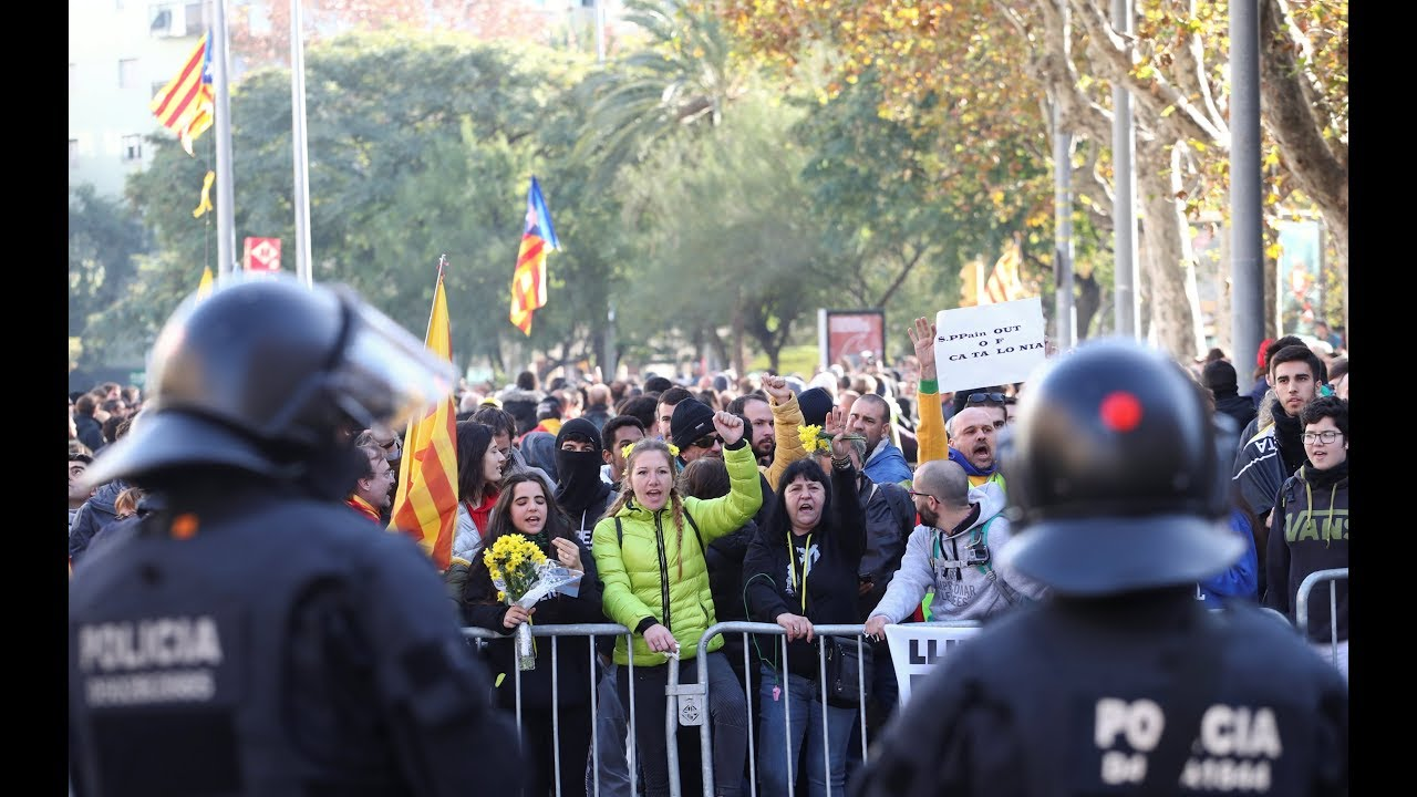Protests in Barcelona as Spanish government holds cabinet meeting | LIVE