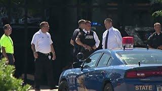 В мичиганском аэропорту напали с ножом на полицейского (новости)