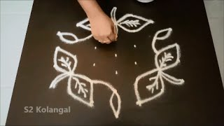 Simple flower kolam with 7 to 4 interlaced dots