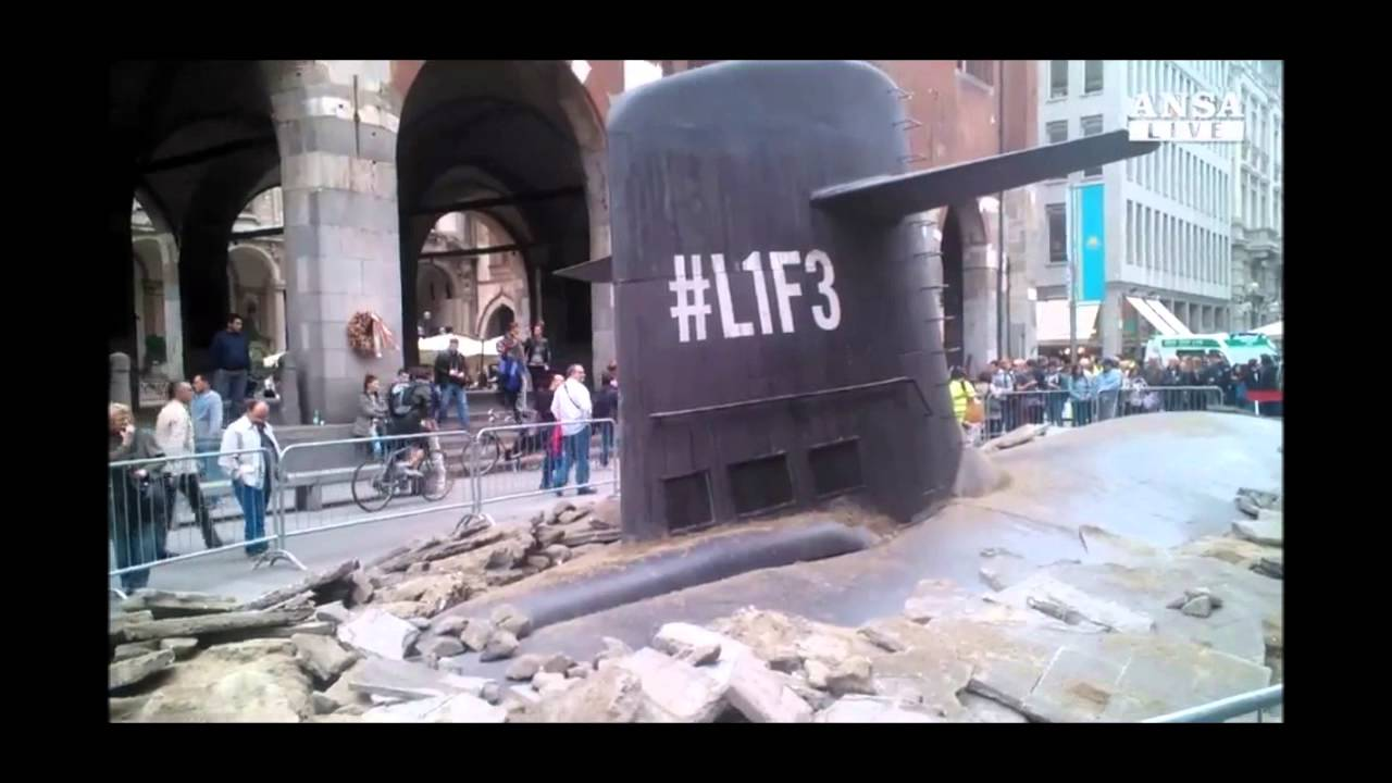 U Boat Emerges In The Streets Of Milan U Boot Taucht Mitten In Mailand Auf Youtube
