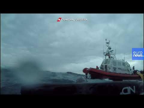 Angustioso rescate de la Guardia Costera en Lampedusa