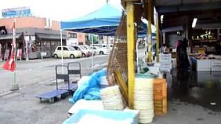 津波の被害を受けた「那珂湊のおさかな市場」です。 震災の津波で1階部分は水に浸かりました。港湾施設にも被害が出ました。 4月に入り、...