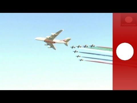 Amazing aerobatics display at Dubai Air Show 2013