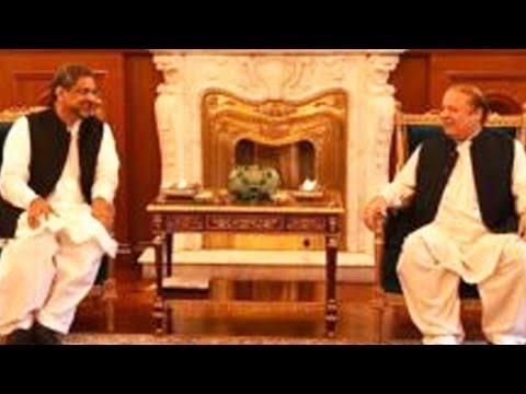 PM Shahid Khaqan Abbasi's Arrives At Jati Umra To Meet Nawaz Sharif | 24 News HD