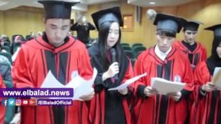 طلاب صينيون يغنون «فيها حاجة حلوة» بجامعة كفر الشيخ.. فيديو وصور