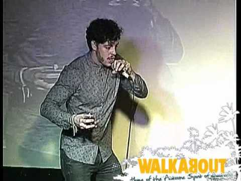 Robert sings Shaggy Mr Boombastic at Walkabout Finchley Road Karaoke
