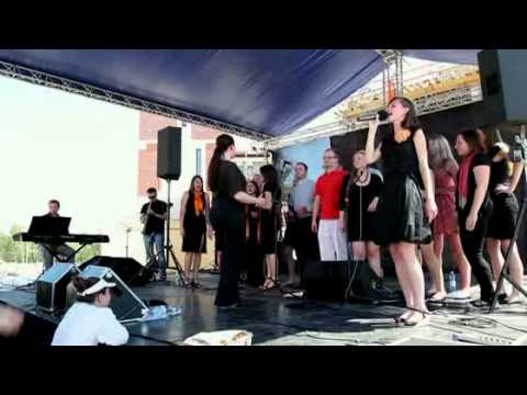 Saltrom Gospel Choir - Awesome God.avi