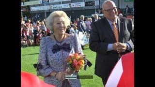 Prinses Beatrix bij SV 't Harde voor Campagnedag Zwaluwenactie