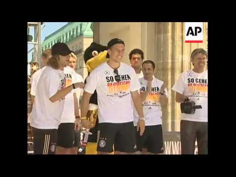 Beaten German football team arrive home from Euro 2008 to heroes' welcome