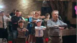 Танцевальный флэшмоб на праздниках. Ведущий Владимир Певцов.(Люди любят танцевать, двигаться и самовыражаться! Поэтому с удовольствием принимают участие в так называем..., 2014-01-24T06:34:03.000Z)