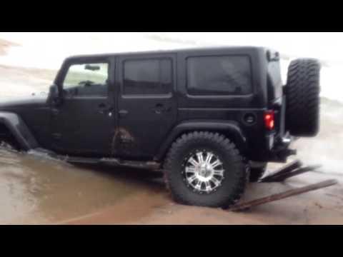 2012 Jeep Wrangler gets stuck in ocean