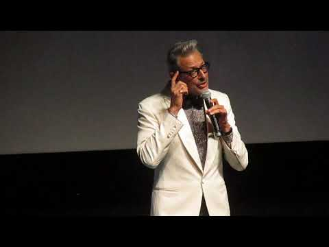 FCAD 2017 - Jeff Goldblum sings a popular french song