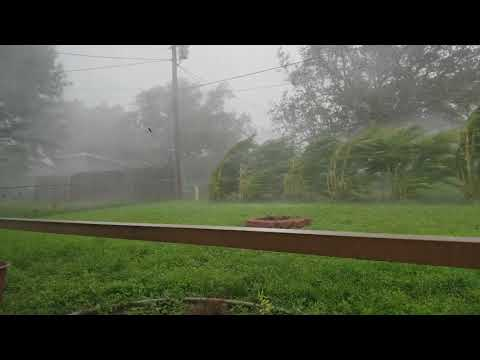 Hurricane Irma eyewall 90 mile per hour winds Cape Coral Flo