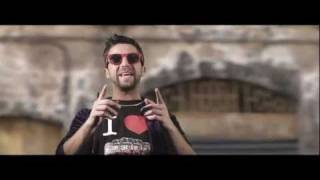 Download TWO FINGERZ feat. DARGEN D'AMICO - PU***NA - Il Disco Volante MP3 song and Music Video
