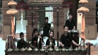 Indonesian Child Ethnic Music .