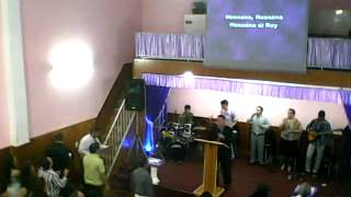 culto en iglesia  seguidores  de cristo