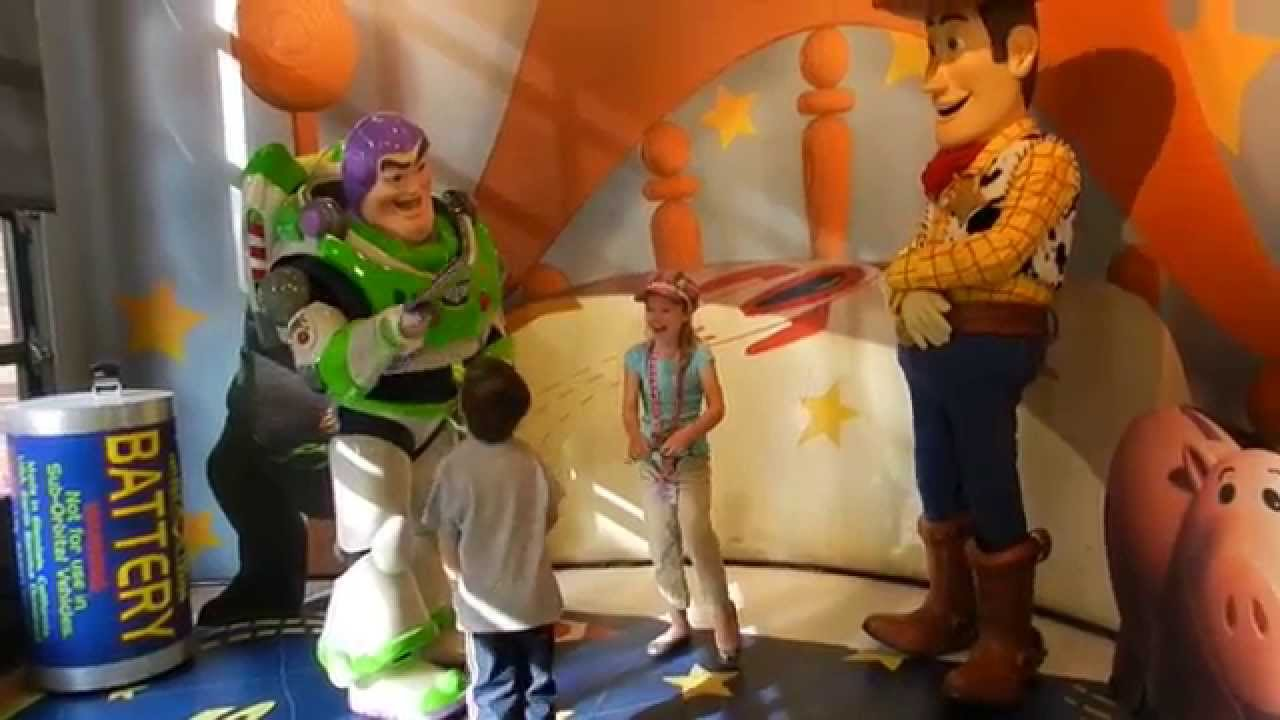 meet buzz lightyear at disney world