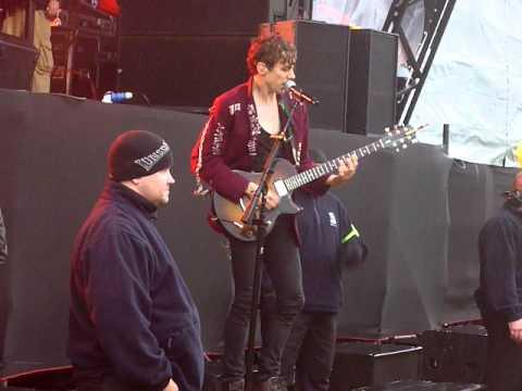 Razorlight - Somewhere Else [live @ Get Loaded In The Park, London 12-06-11]