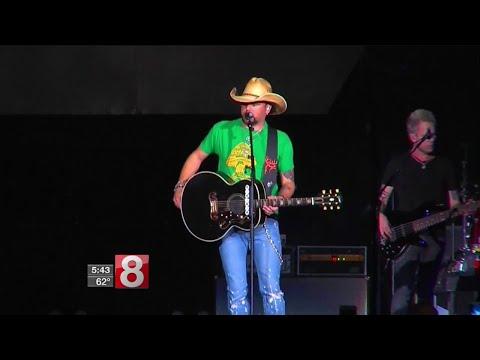 Country star Jason Aldean resumes tour after Vegas shooting - Dauer: 44 Sekunden