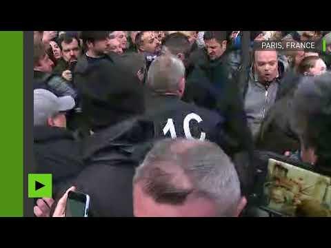 Jean-Luc Mélenchon et la France insoumise pris à partie durant la marche blanche