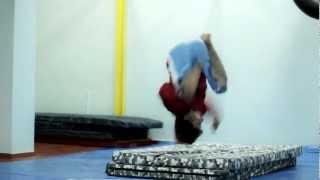 Как научиться боковое сальто (sidefleep)