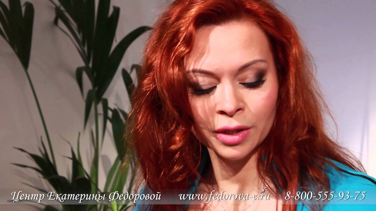 videokursi-dlya-lizbiyanok-seks-s-bryunetkoy-v-sportzale-bez-sveta