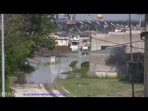 07/06/2013: Danube river level receding / Úroveň Dunaja klesá. Bratislava, Slovakia.
