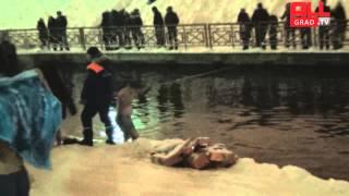 Крещенские купания у Боровецкой церкви(видео с сайта allgrad.tv., 2013-01-19T20:38:37.000Z)