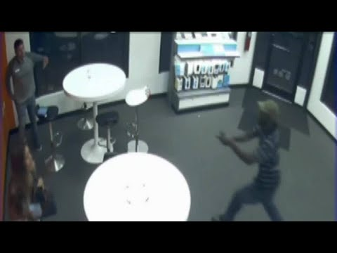 3 robbers target AT&T store in Kendall